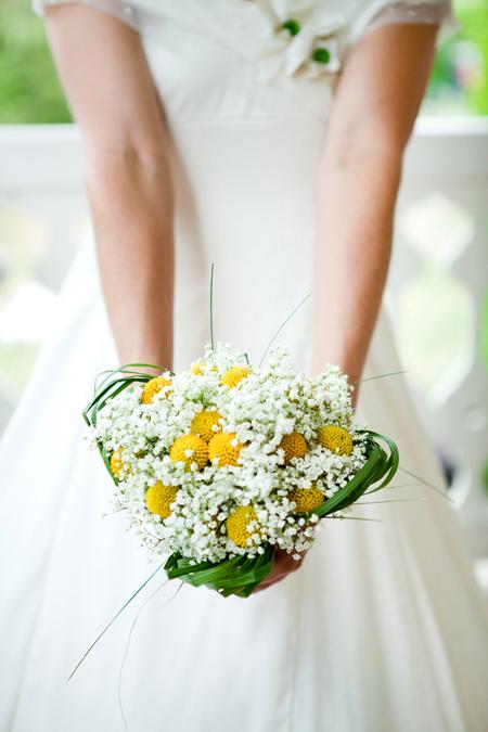 mariage blanc et jaune cagnotte et livre d or en jaune gris le de d coration de mariage jaune. Black Bedroom Furniture Sets. Home Design Ideas