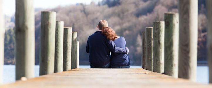 Une séance en amoureux en bordure de lac